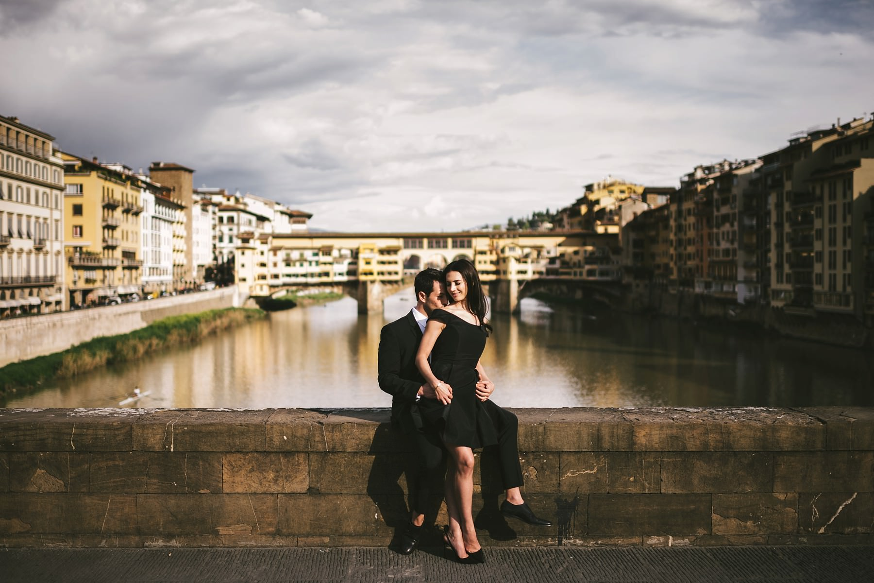 The iconic Ponte Vecchio in Florence is one of the most requested spot of the city. Romantic and everlasting couple portrait photo shoot