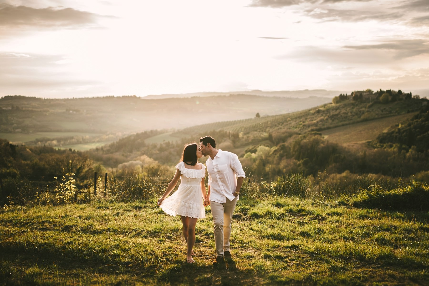 Superb ending of for this very special shooting of Michelle and Bret's engagement pre-wedding photo shoot in breathtaking scenery of the Tuscany Chianti hills countryside