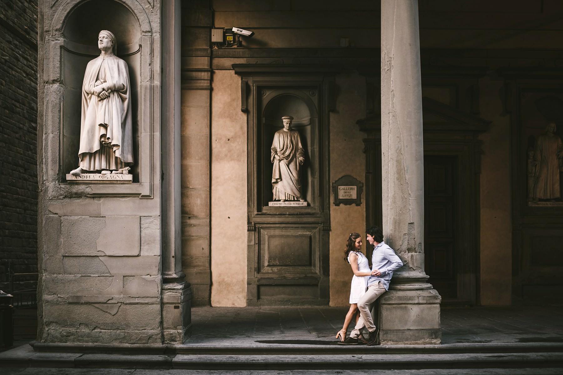 Romantic sunrise engagement photo shoot in Florence near Uffizi gallery