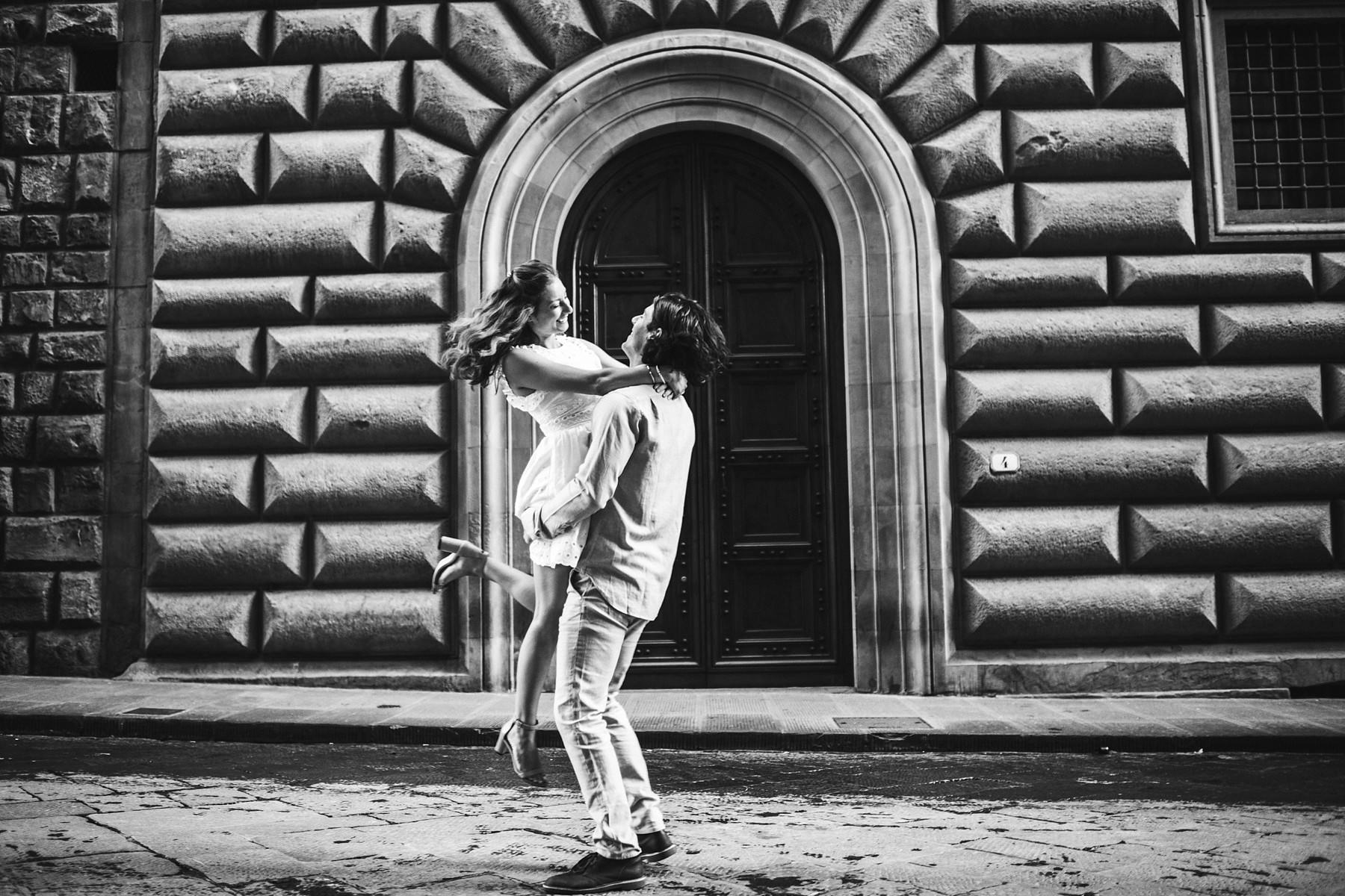 Lovely pre wedding photoshoot in Florence at sunrise. Exciting vacation engagement photo session in Florence at sunrise time with no tourists in the streets