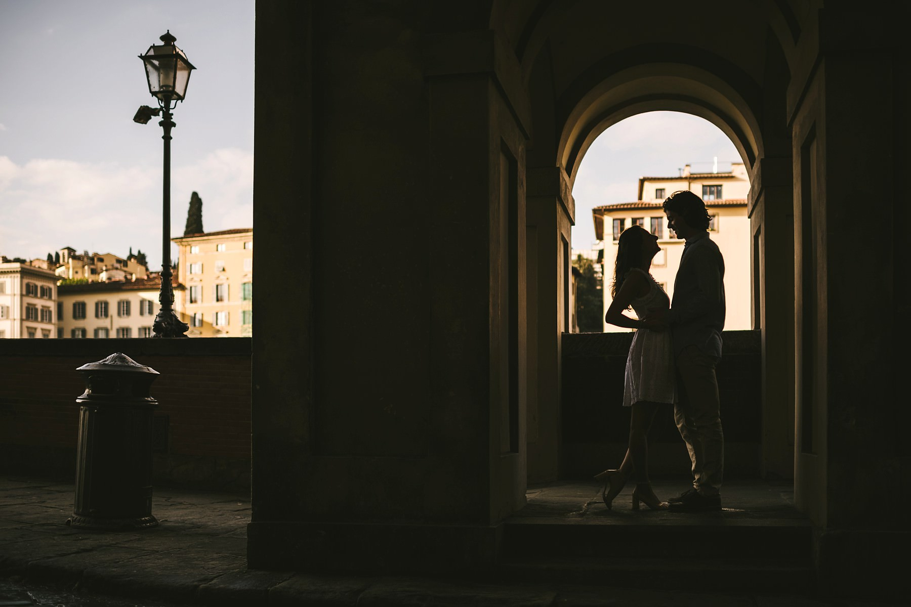 Lovely pre wedding photoshoot in Florence at sunrise. Creative and modern couple portrait engaged in Florence near Ponte Vecchio at sunrise time with no tourists