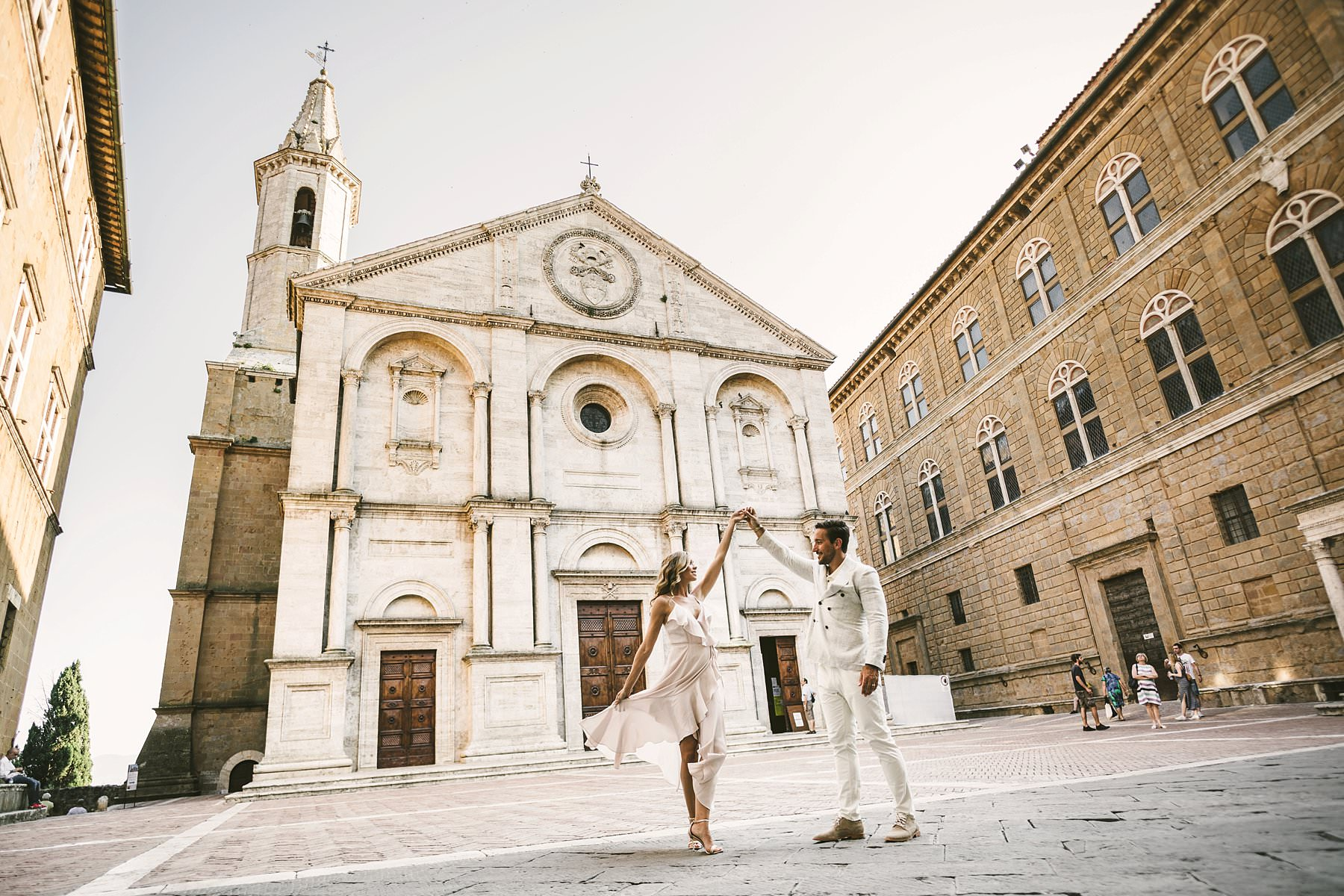 Charming honeymoon photo session in the historic town of Pienza in the Val D'Orcia area