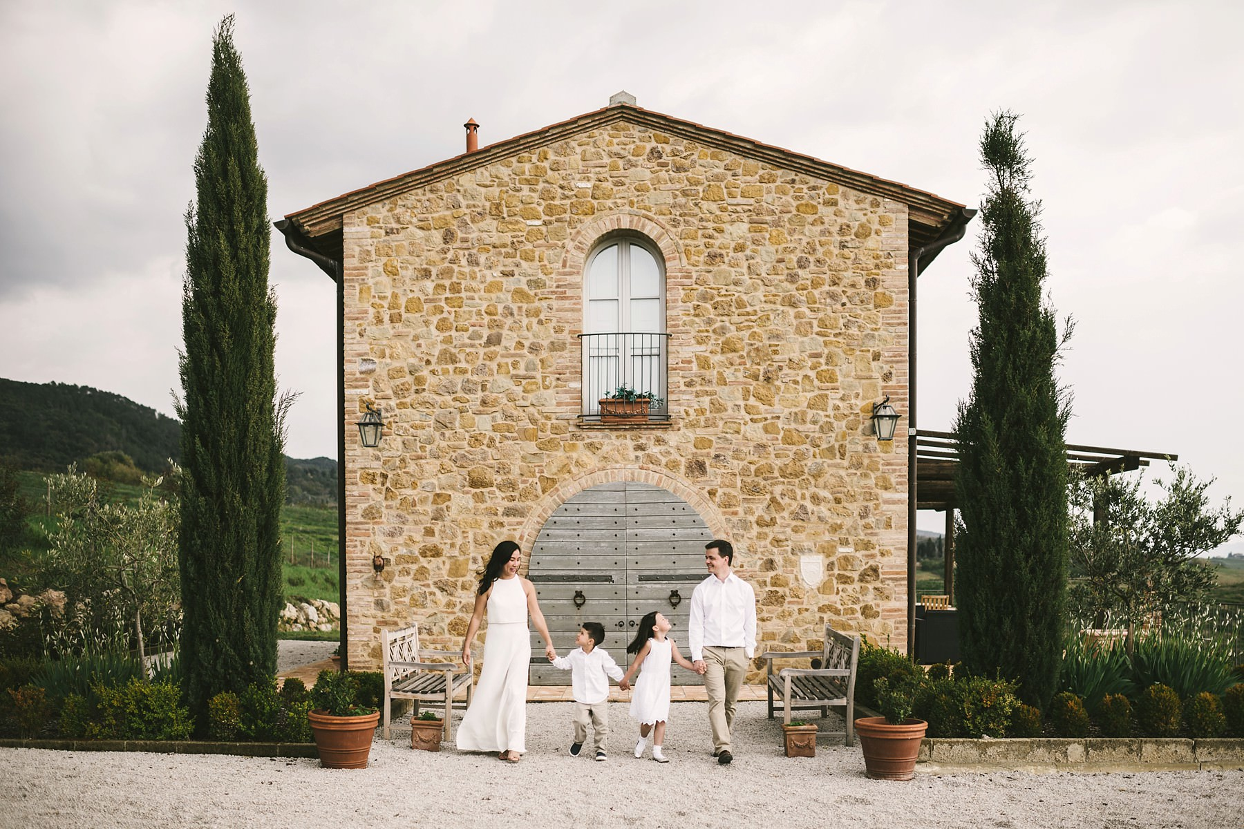 Family photos are always a good idea to celebrate a vacation in Tuscany. Enjoy a lovely fun experience and build your memories will last forever