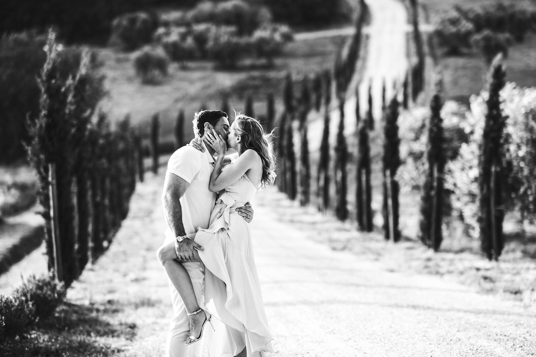 Dreamy Italy elopement with vows renewal in Val d'Orcia. Stunning couple portrait during elopement photo session in Val D'Orcia area near Pienza