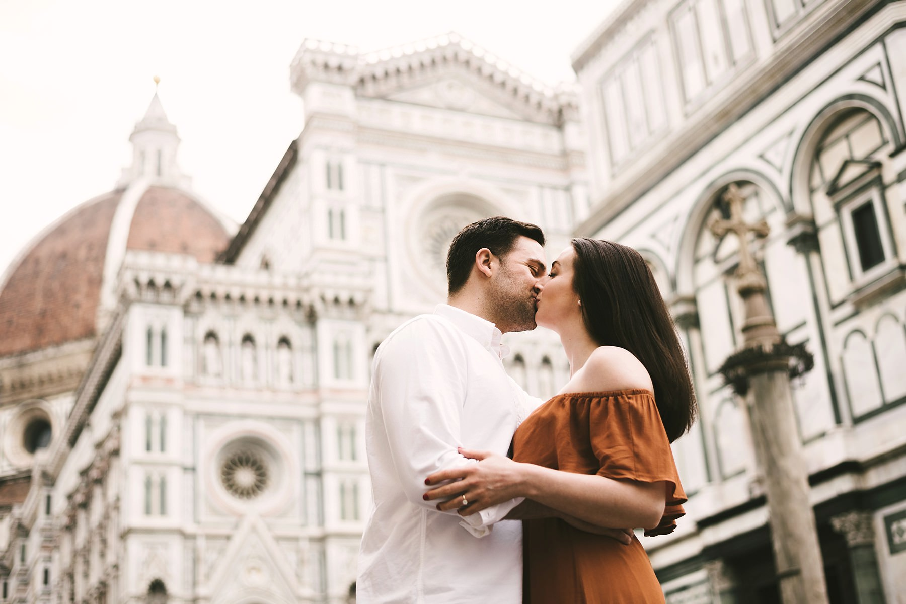 Unforgettable couple portrait photo shoot in Florence near the Duomo at sunrise time