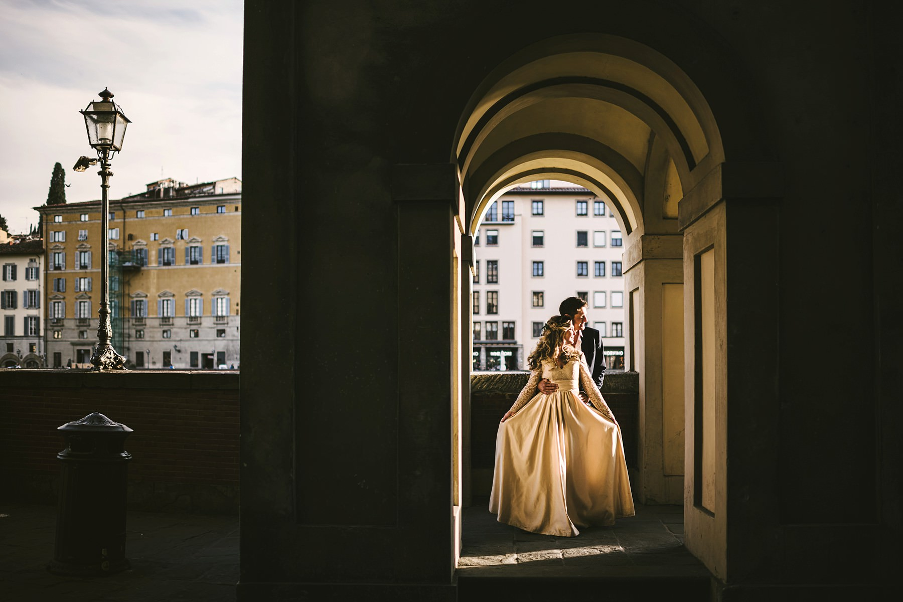 Dreamy, elegant and emotional vows renewal photos at Tornabuoni Tower, Florence with couple portrait photo session into the streets of the city near Ponte Vecchio and Uffizi Art Gallery