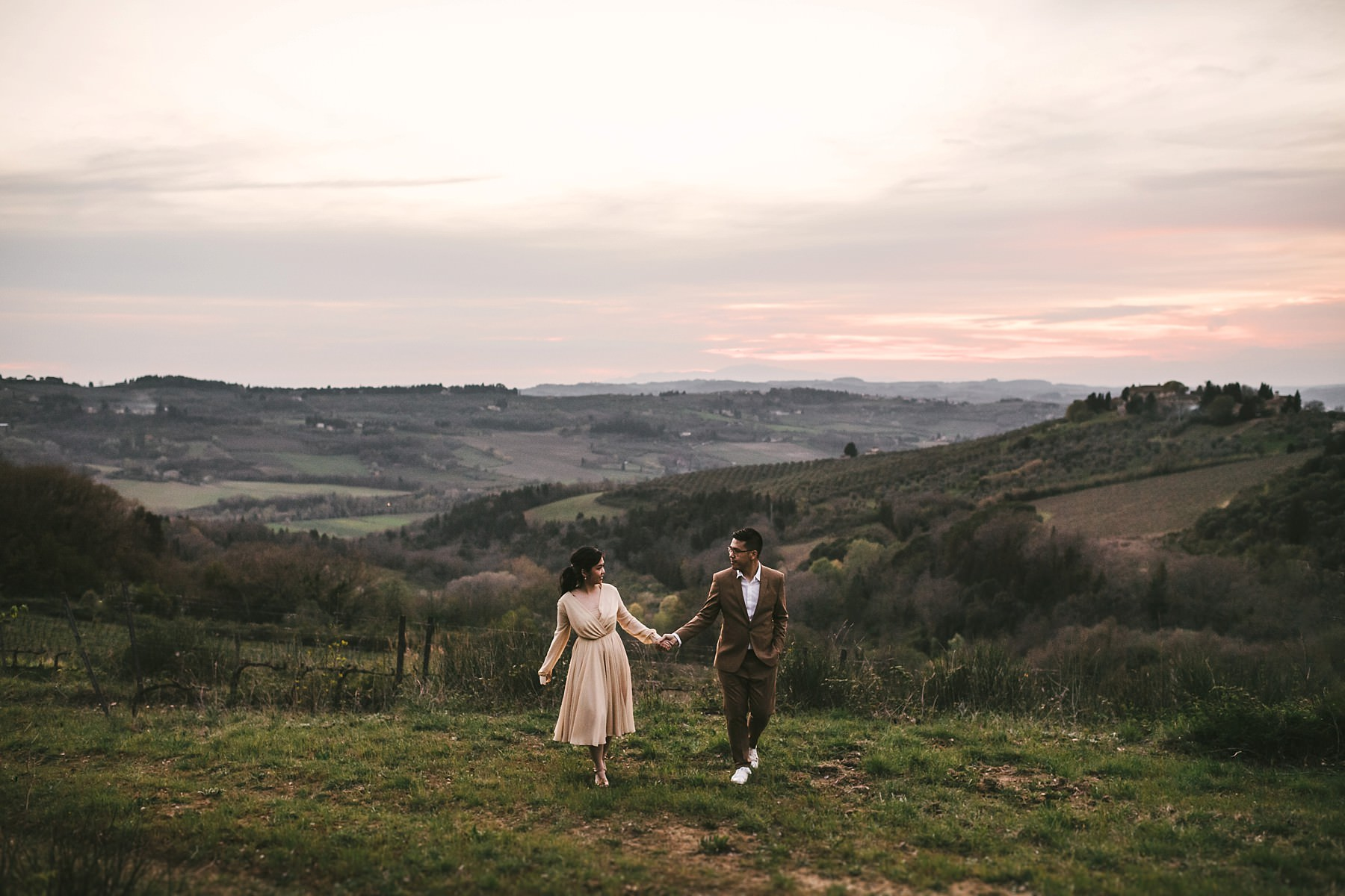 Romantic and unforgettable pre wedding shooting framed by the charm of Florence and Chianti countryside of Tuscany