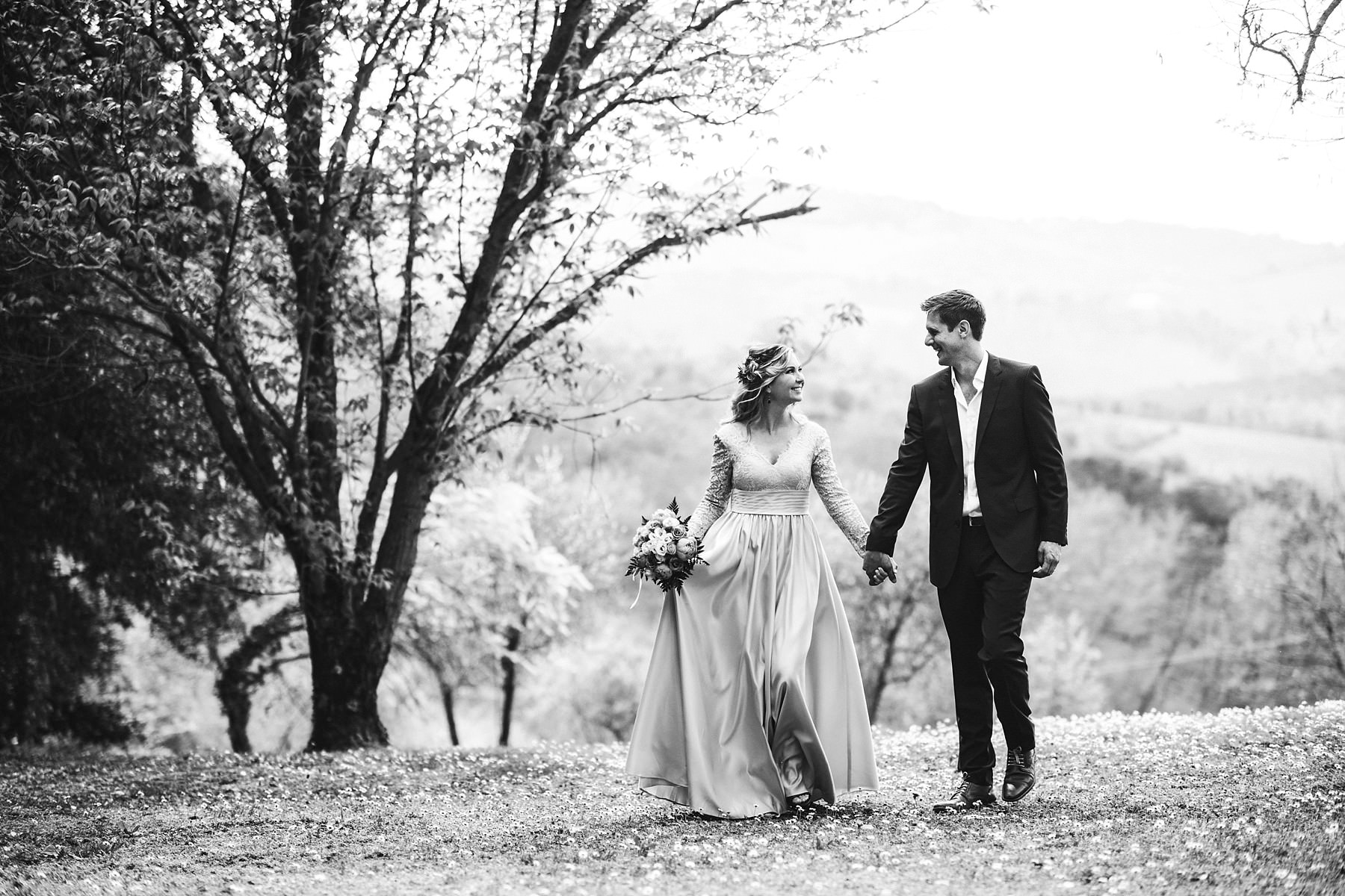 Elegant and beautiful couple portrait photo in Tuscany at Tenuta Nozzole in Chiantishire