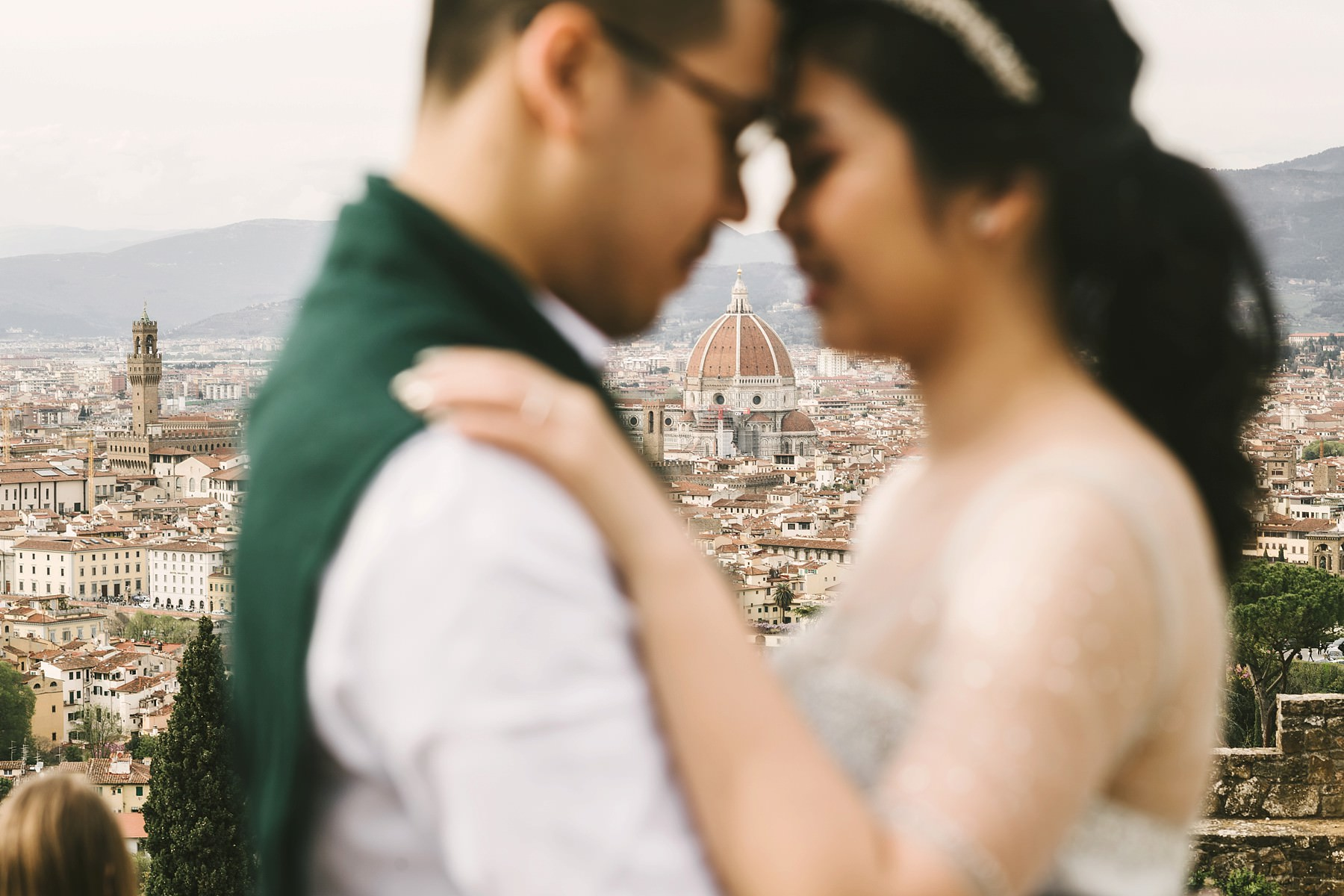 Florence couple portrait photo tour. Engagement pre wedding photo session at San Miniato al Monte near Piazzale Michelangelo