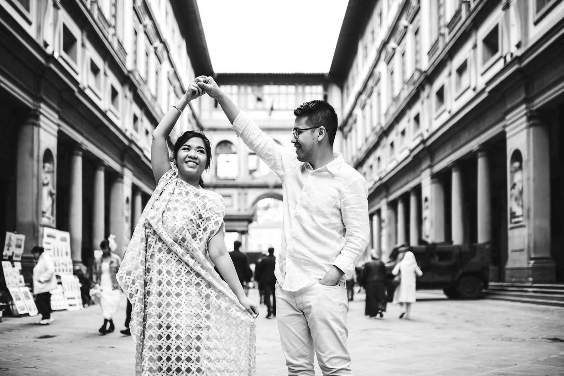 Charming Florence Uffizi couple portrait walk tour photo shoot. Pre wedding photo session near Palazzo Vecchio and Old Bridge