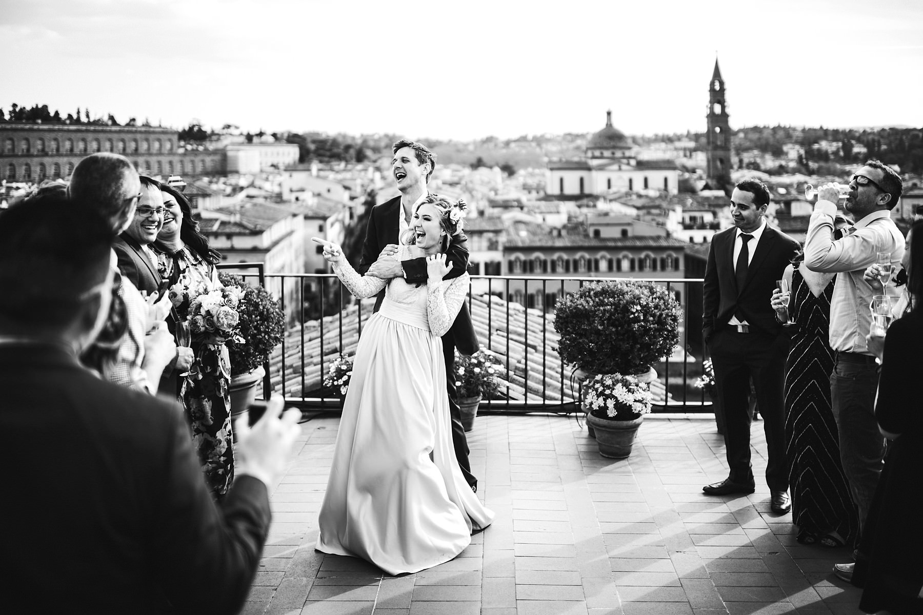Lovely intimate vows renewal ceremony photo shoot in Florence at top terrace Antica Torre Tornabuoni