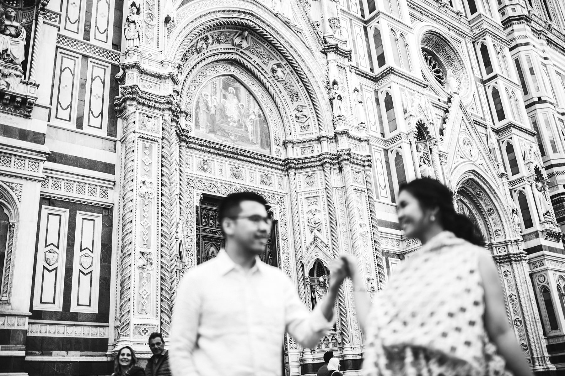 Romantic and charming engagement photo shoot in Florence, Tuscany near Duomo