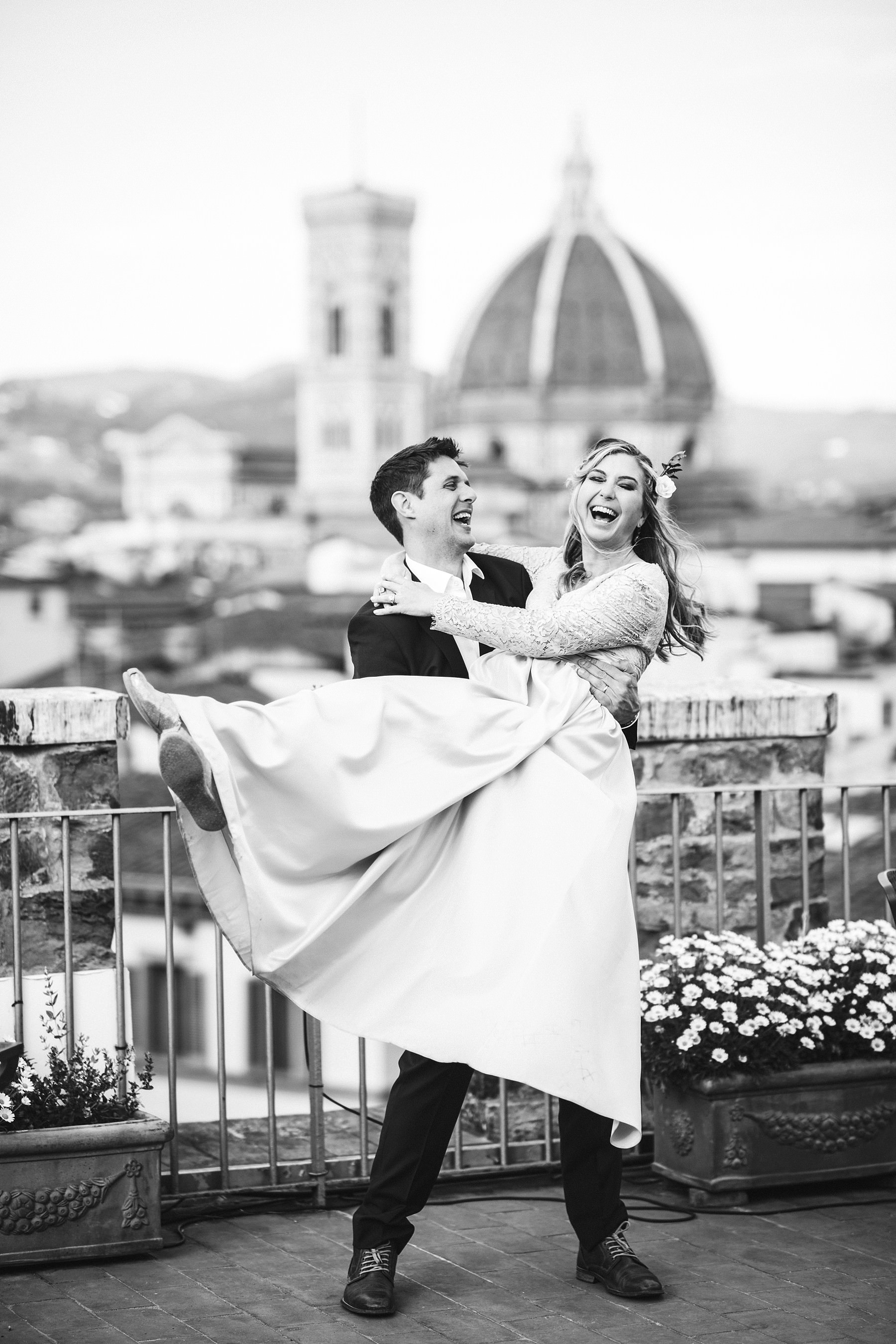 Emotional and intimate vows renewal event photo shoot in Florence at Antica Torre Tornabuoni top terrace with breathtaking view of the Duomo