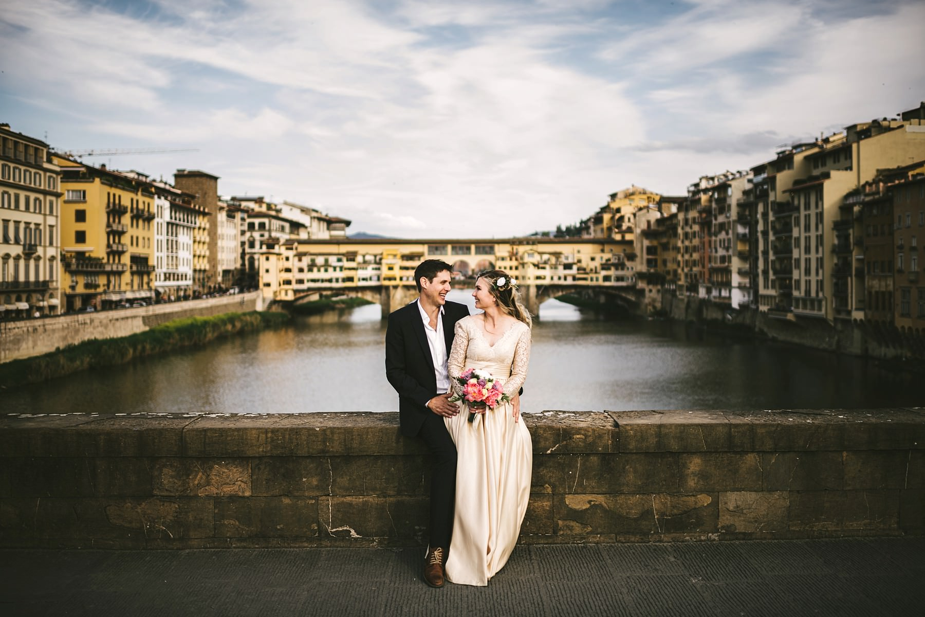 Dreamy and exciting couple portrait photo shoot with vows renewal in Florence near Ponte Vecchio