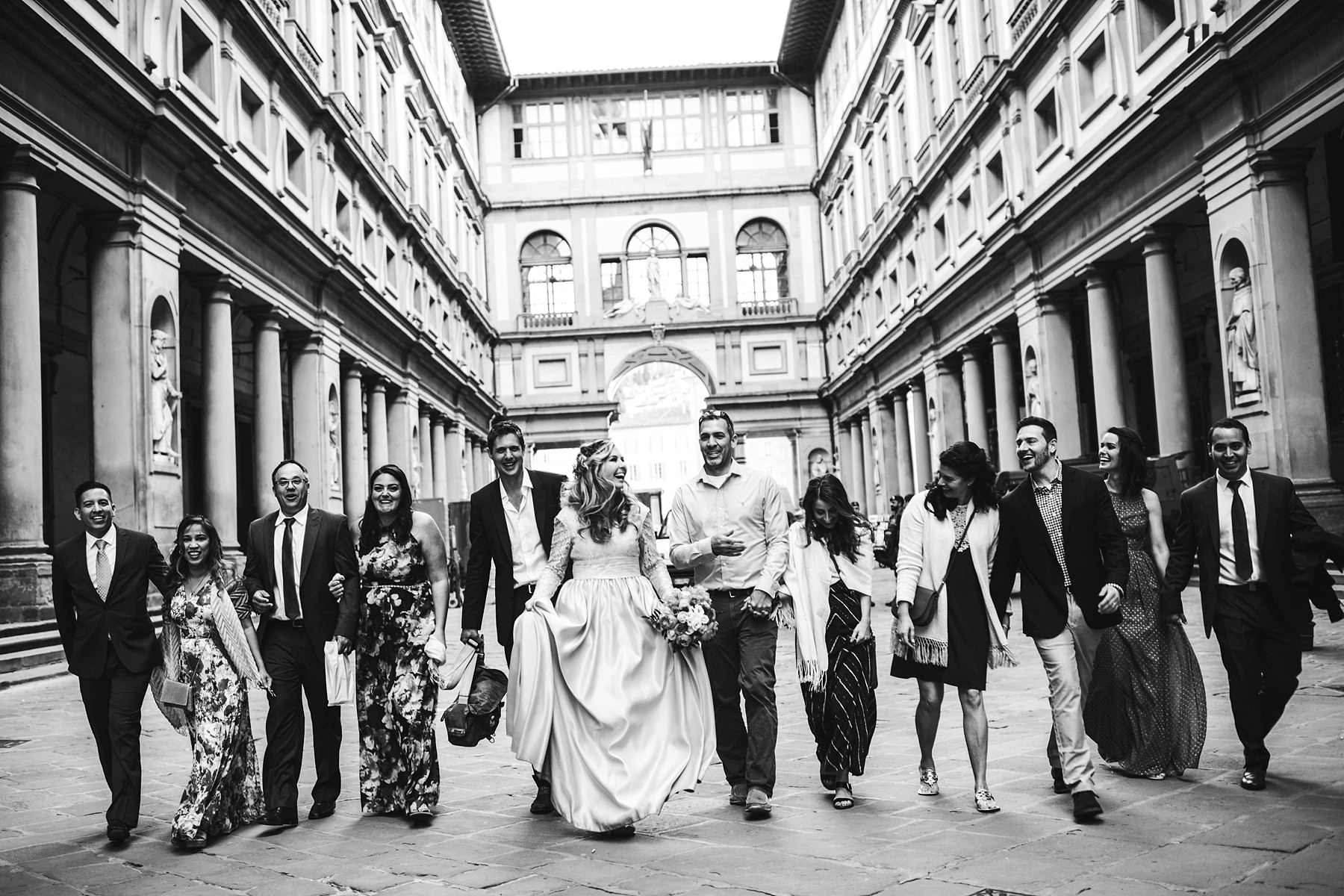 Unforgettable and exciting talk tour photo session with vows renewal in Florence at Uffizi Gallery in Florence