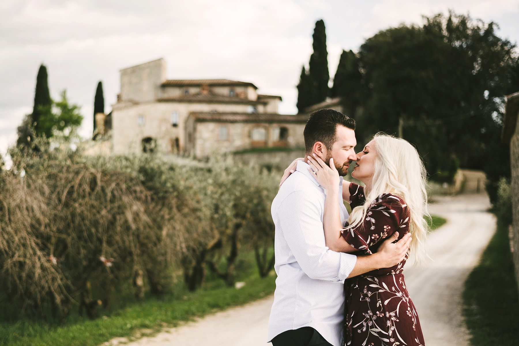 Dreamiest elegant and romantic honeymoon photo session in Tuscany countryside at Castello La Leccia