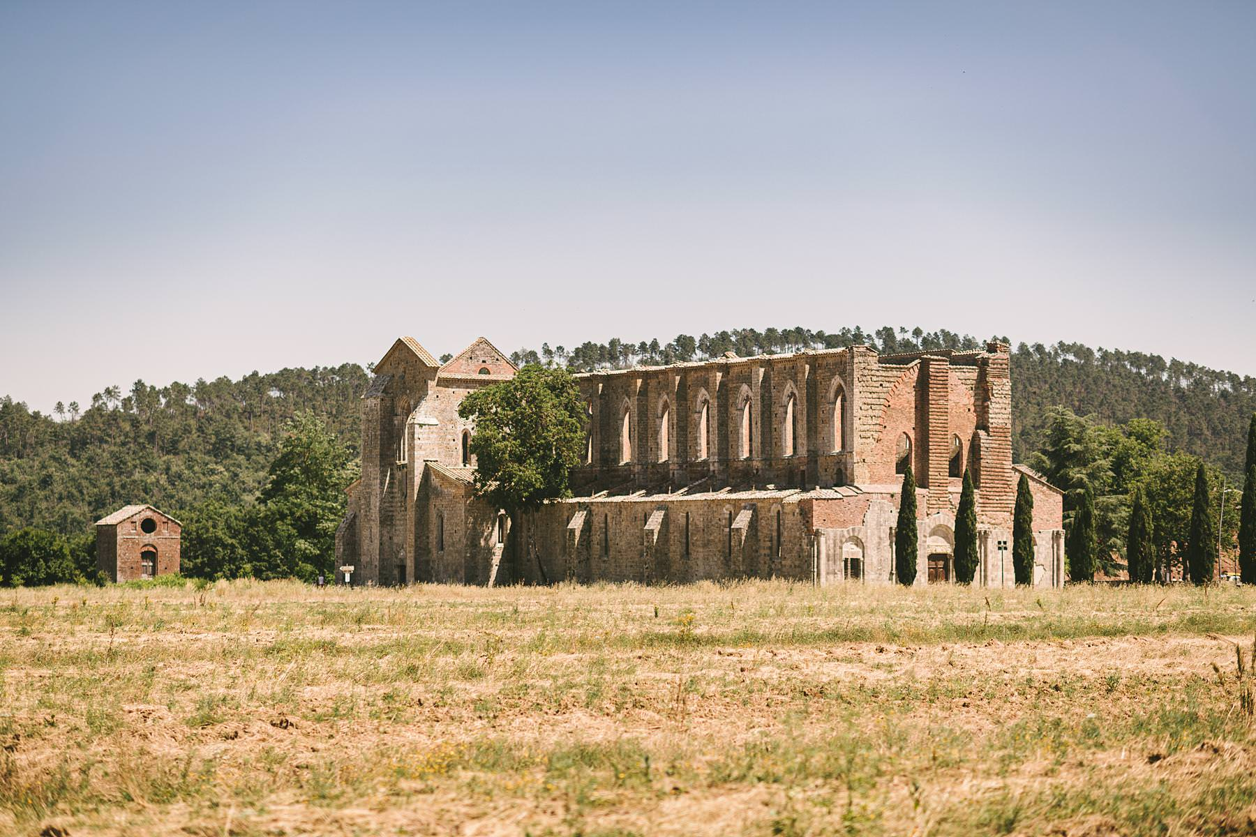 San Galgano, an unforgettable frame. Some places are so beautiful that they exceed any possible imagination. San Galgano is one of them. Imagine a huge abbey erected in the Middle Age to commemorate a saint, or better yet a former knight who gave up on his old life, stuck his sword in a rock and dedicated himself to religious faith. San Galgano abbey doesn't have a roof anymore, which makes it even more fascinating, and its history and appearance turn it into a one-of-a-kind venue for your big or small wedding in Italy