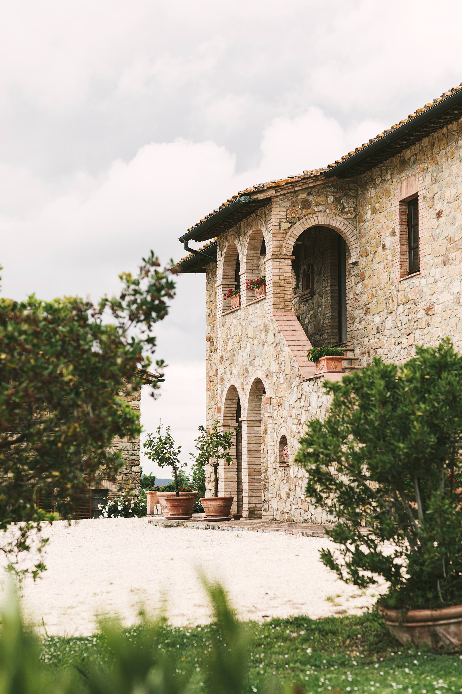 Lovely farmhouse Villa Le Bolli near Radicondoli medical town a perfect venue for ad intimate destination wedding in Tuscany countryside