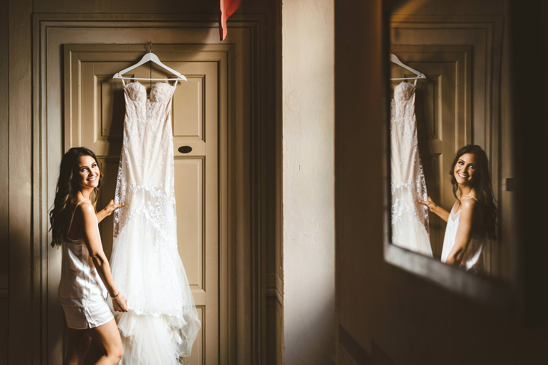 Lovely bride Georgie during her getting ready in the historical residence of Villa Il Poggiale in Chianti. Modern and unusual wedding framed by the olive groves of Chianti