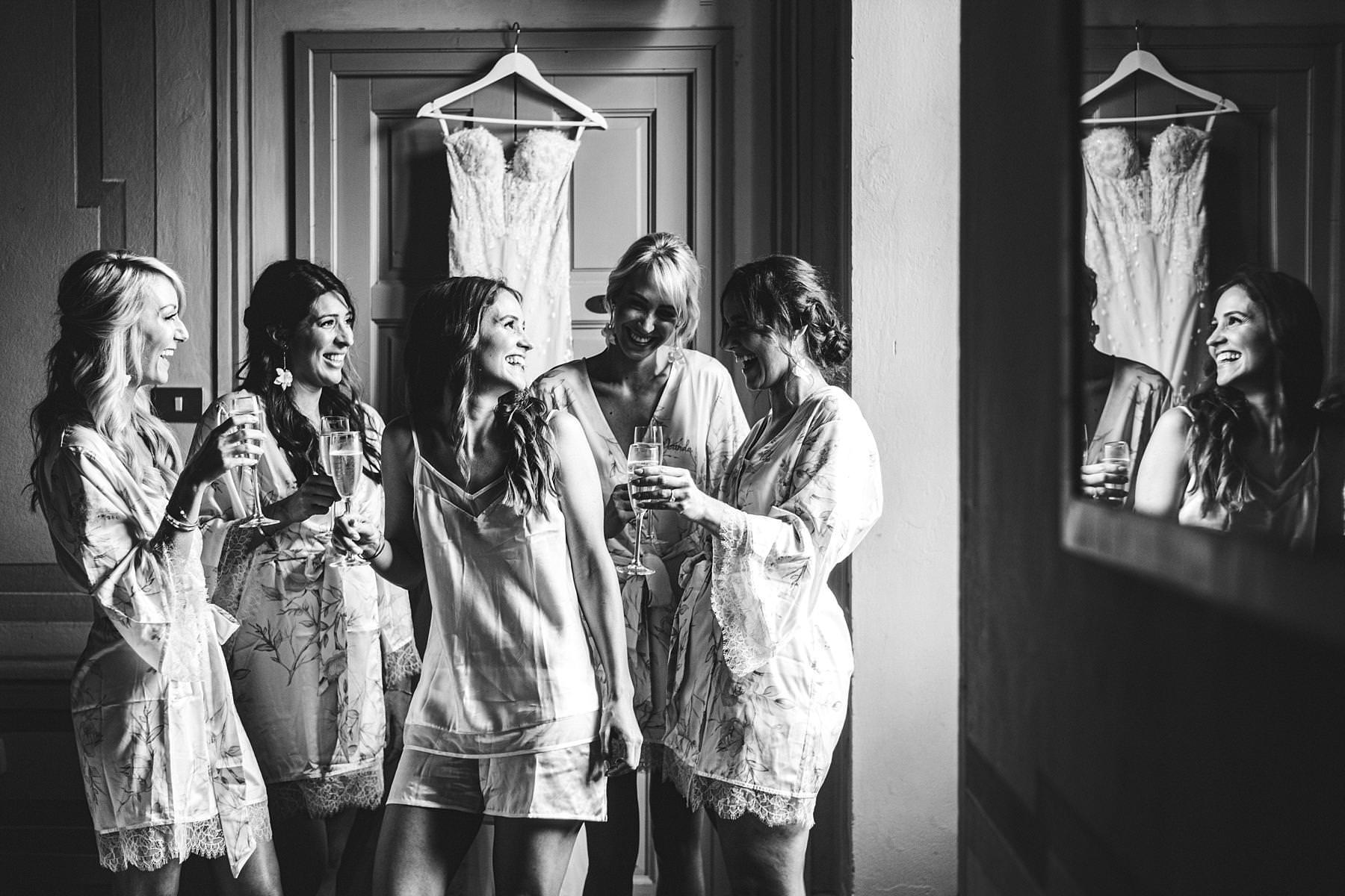 Bride and bridesmaids at Villa Il Poggiale. Destination wedding in Chianti at the historical residence of Villa Il Poggiale