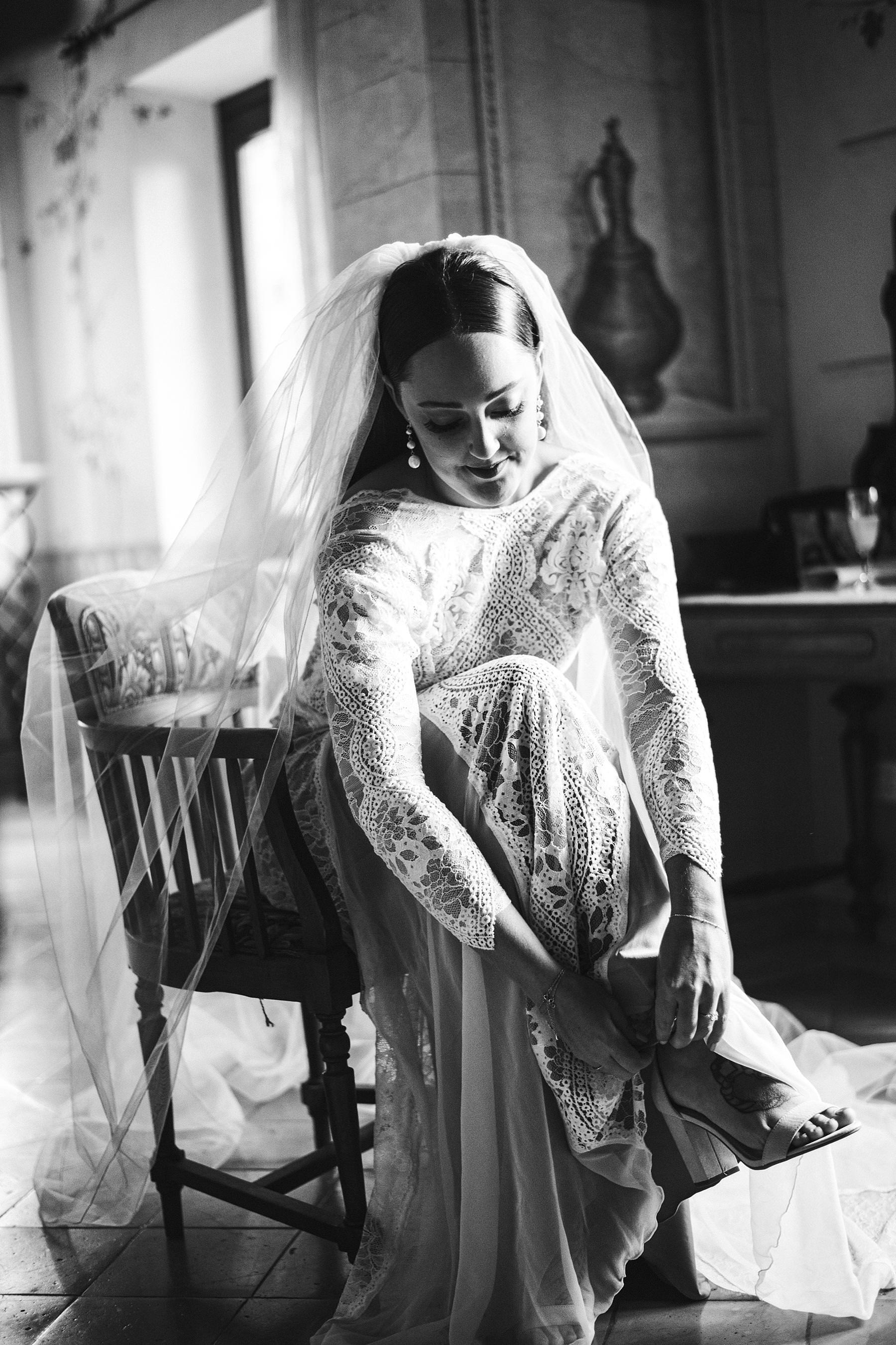 Elegant destination intimate wedding in Umbria at Villa l'Antica Posta incredible venue. Gorgeous bride in Grace Loves Lace wedding dress