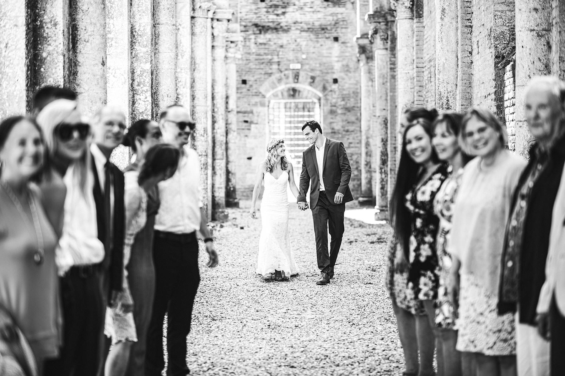 Roofless abbey of San Galgano, an unforgettable frame for your intimate civil destination marriage in Tuscany