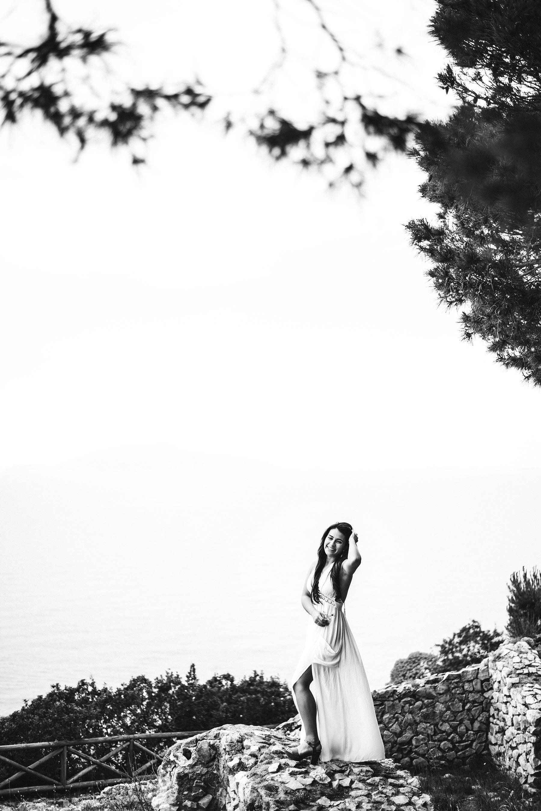 Lovely and intimate engagement pre-wedding photos in Capri island