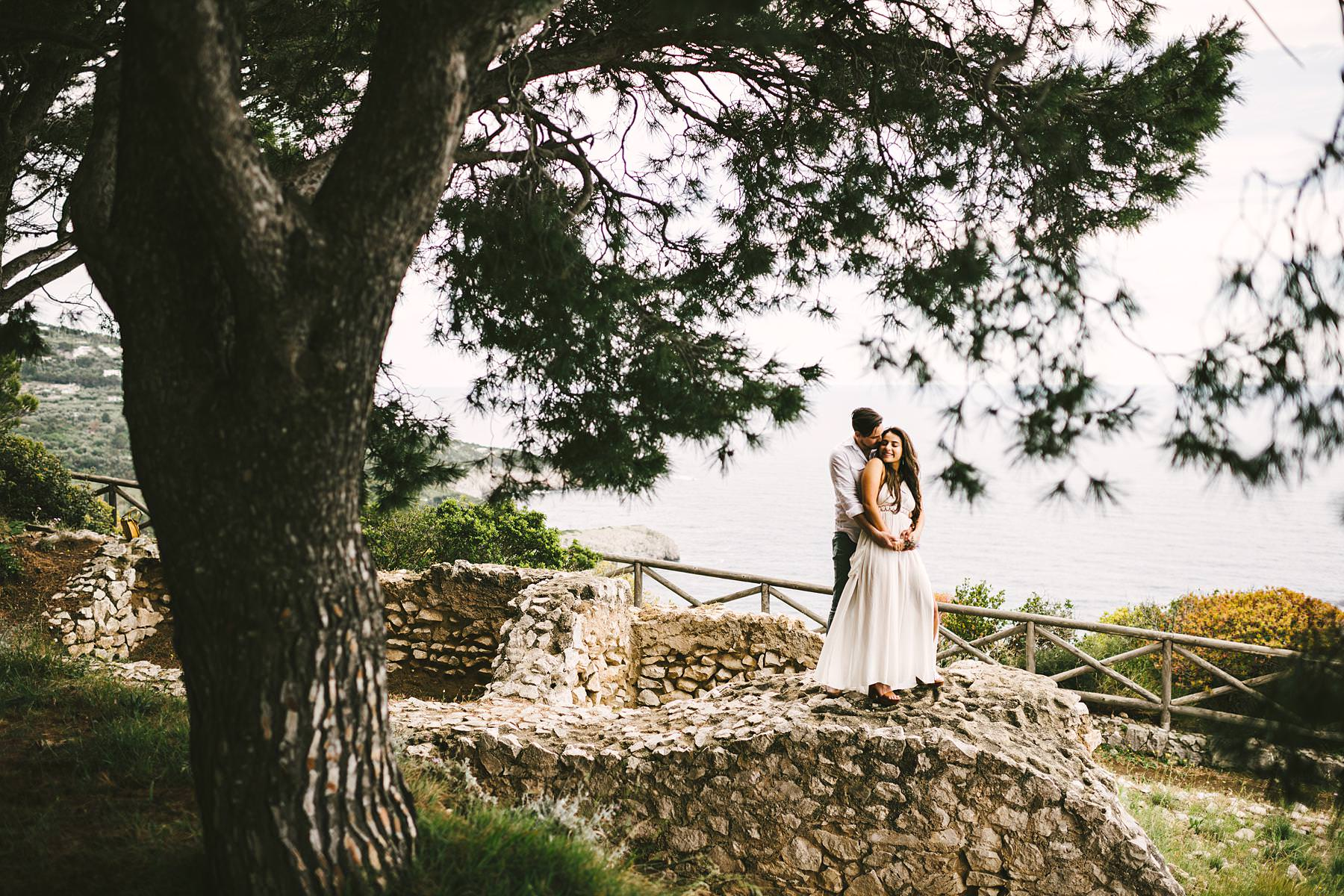Amazing and romantic couple portrait engagement pre-wedding photo tour in Capri island