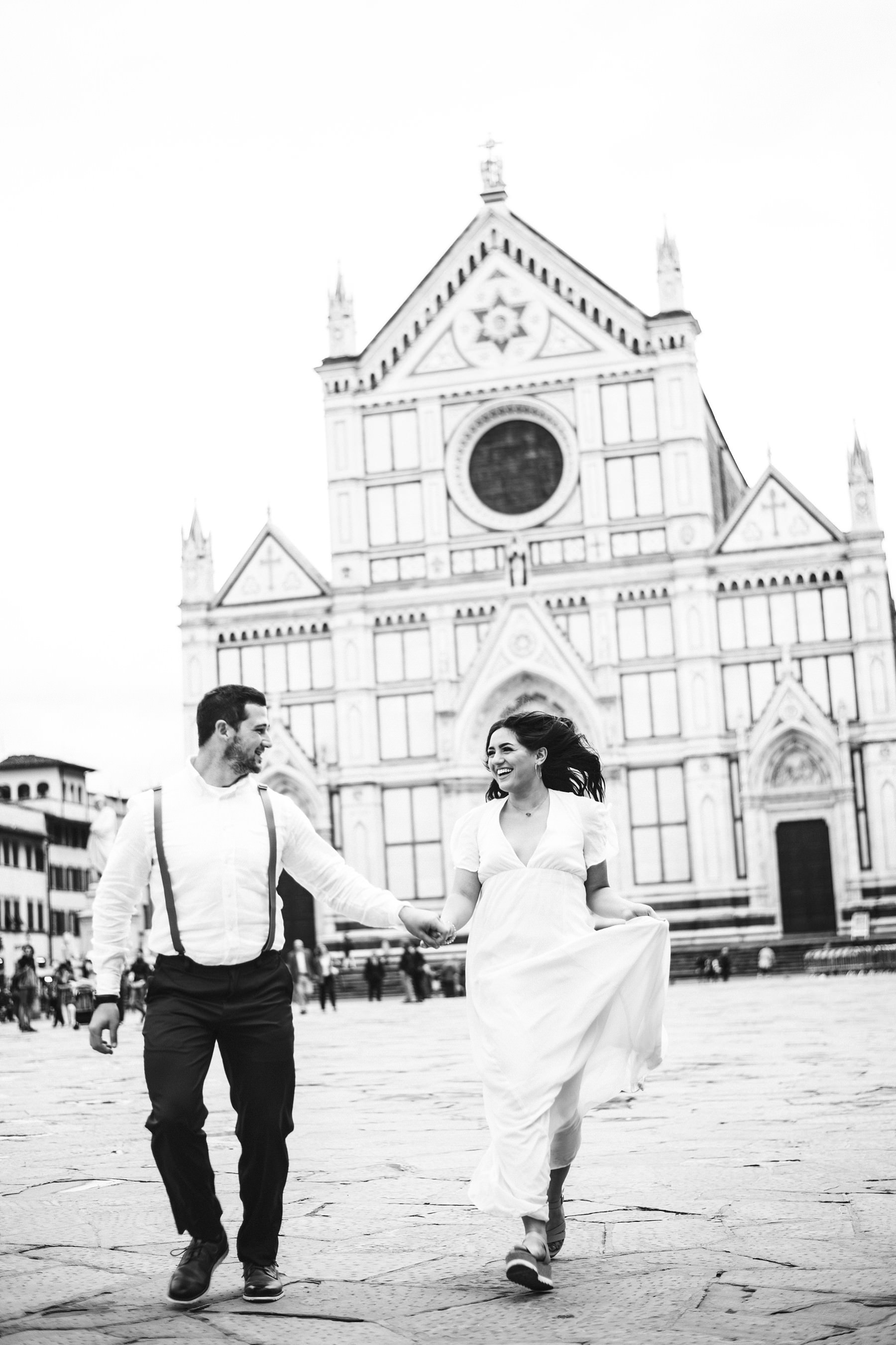Romantic, fun and exciting elopement photo shoot in Florence near Santa Croce in the historic centre of the cradle of Renaissance