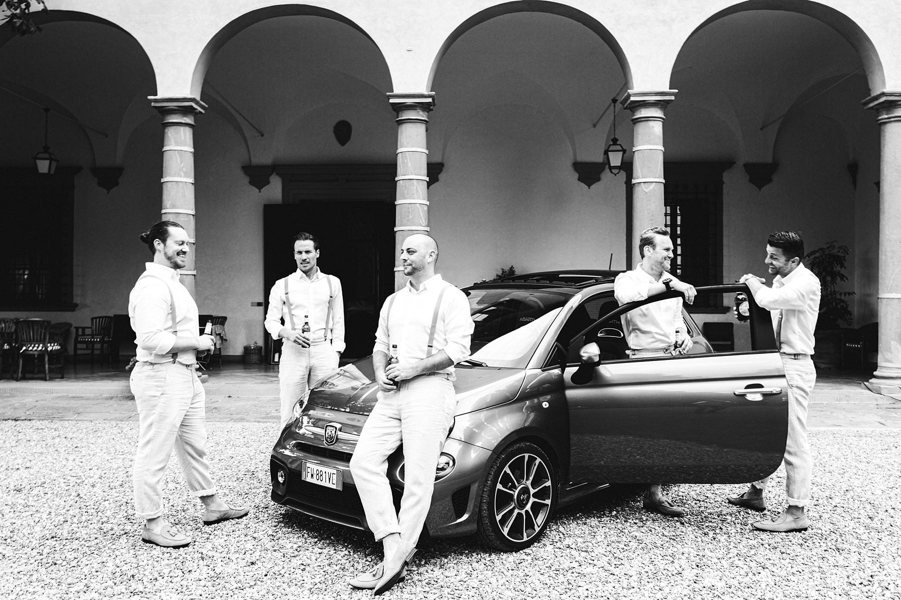 Group shoot of groom with groomsmen and a Fiat500 at the historical residence of Villa Il Poggiale