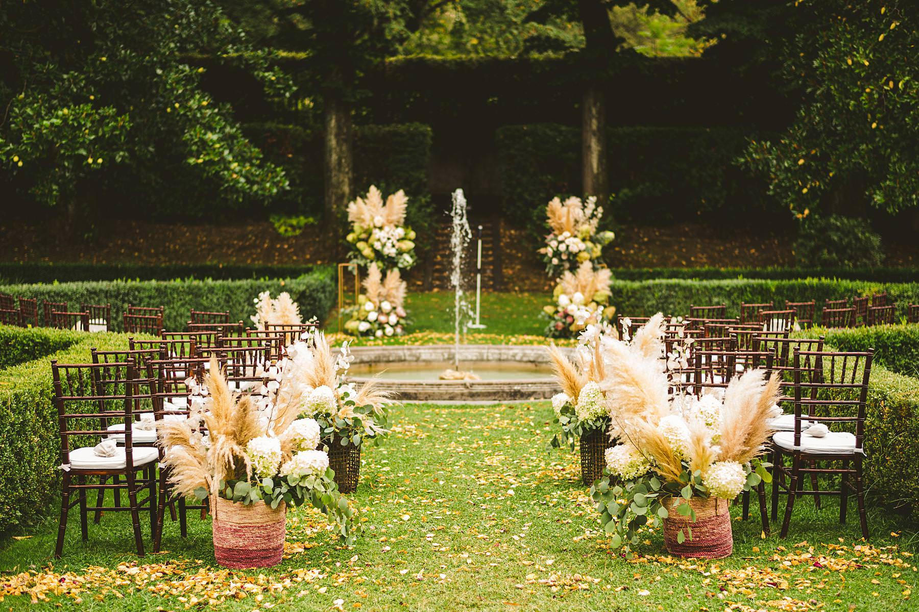 Intimate elegant ceremony decor in the elegant garden in font of the Villa La Vedetta, Florence. Flowers design by Stiatti Fiori. Luxury destination wedding in Florence