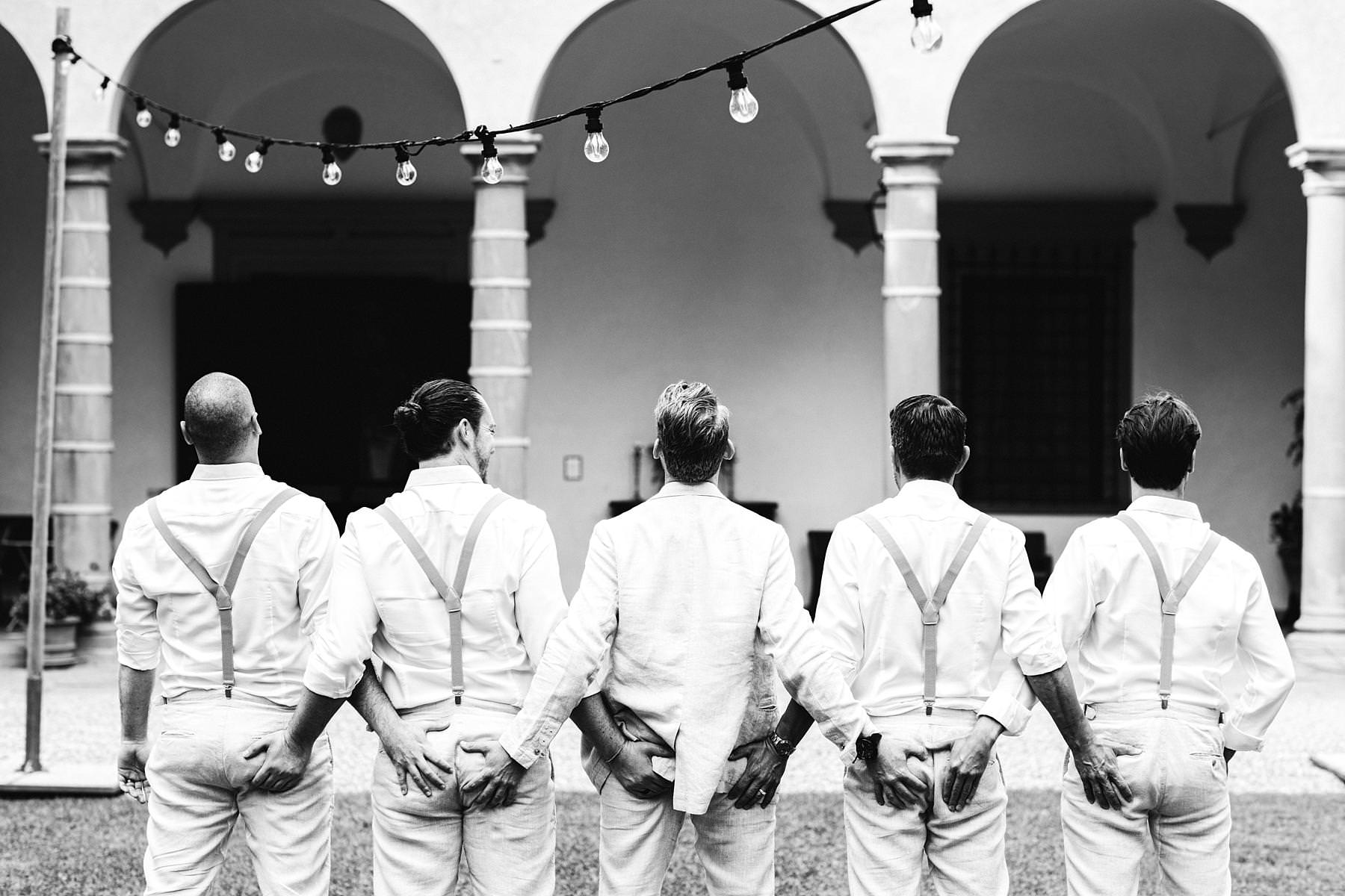 Great guys just before the outdoor wedding ceremony. Modern and unusual wedding framed by the olive groves of Chianti