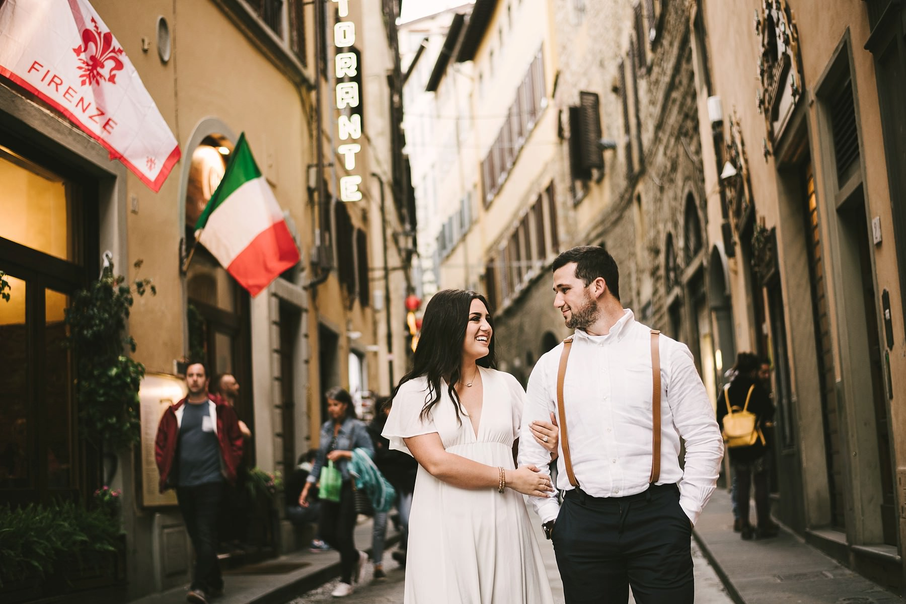 Lovely Florence walk tour photo shoot in the historic center. Elopement wedding photo session