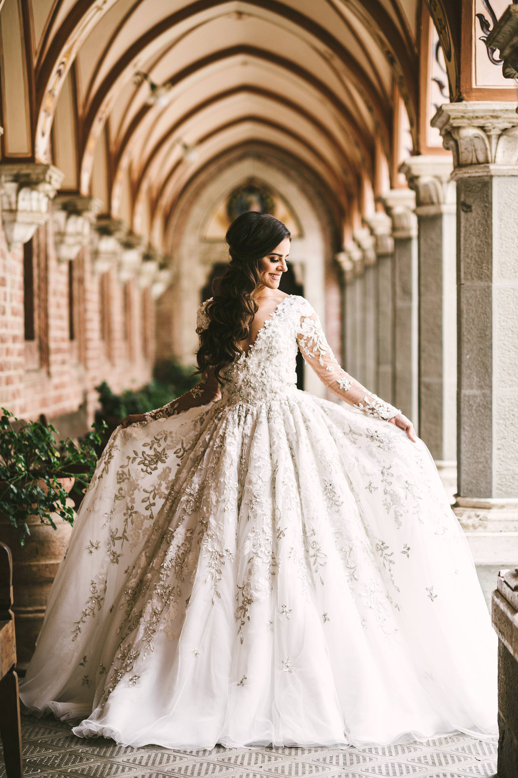 Rippling and sumptuous Tuscany wedding in the elegant Castle of Valenzano. Timeless elegant bride Ilyssa in a perfect wedding gown by Ysa Makino