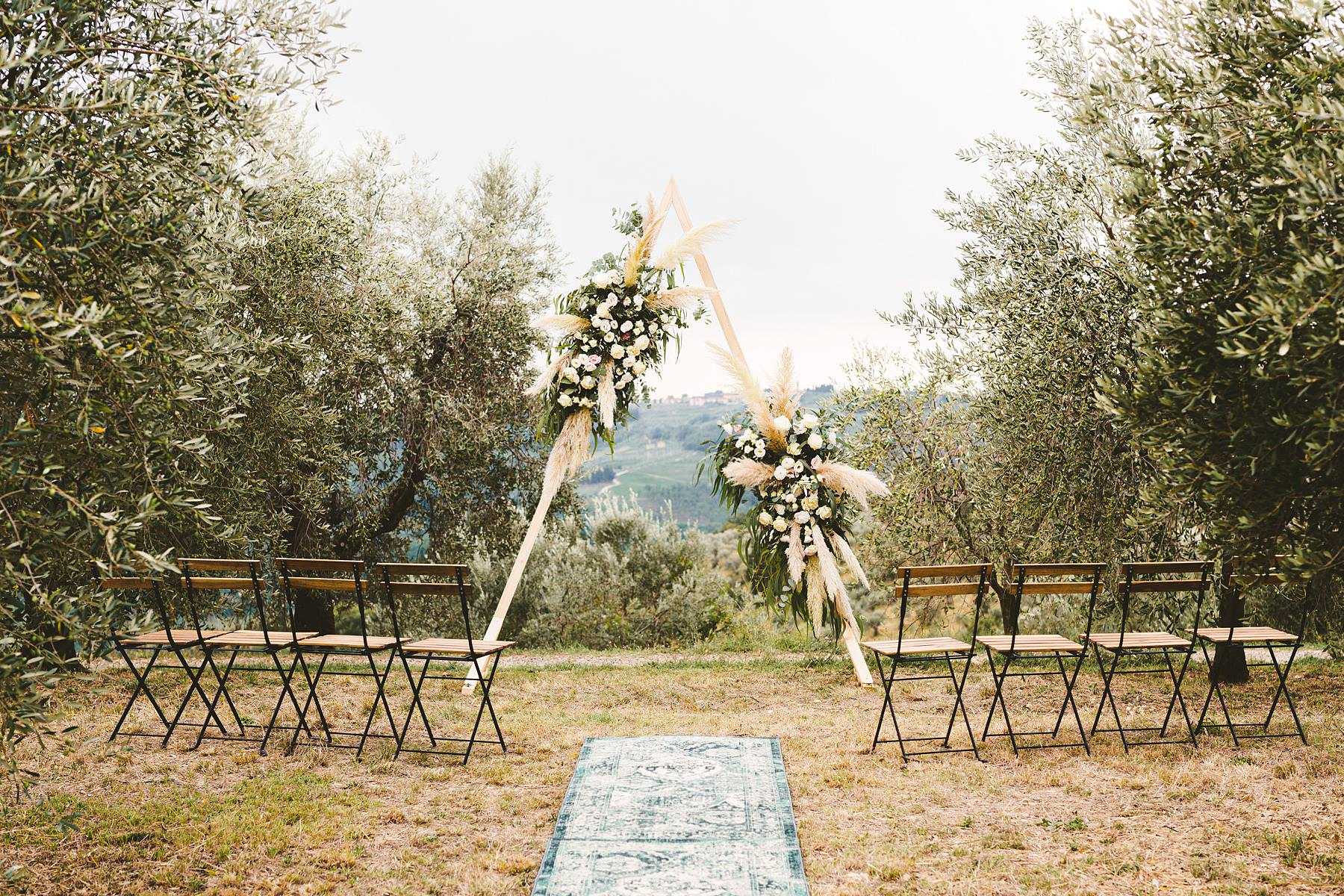 The triangular shape that witnessed Georgie and Patrick promises of love was a stunning frame, standing out against the silver olive groves that surrounded the couple and guests