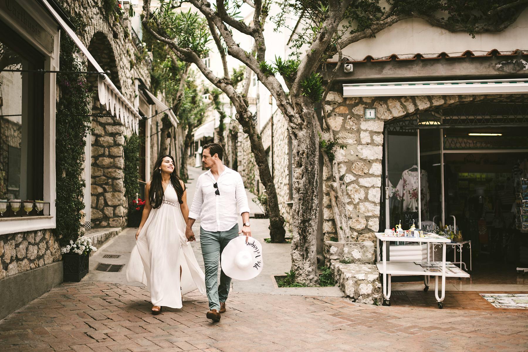 Dreamy and evocative engagement pre-wedding photo shoot in Capri island