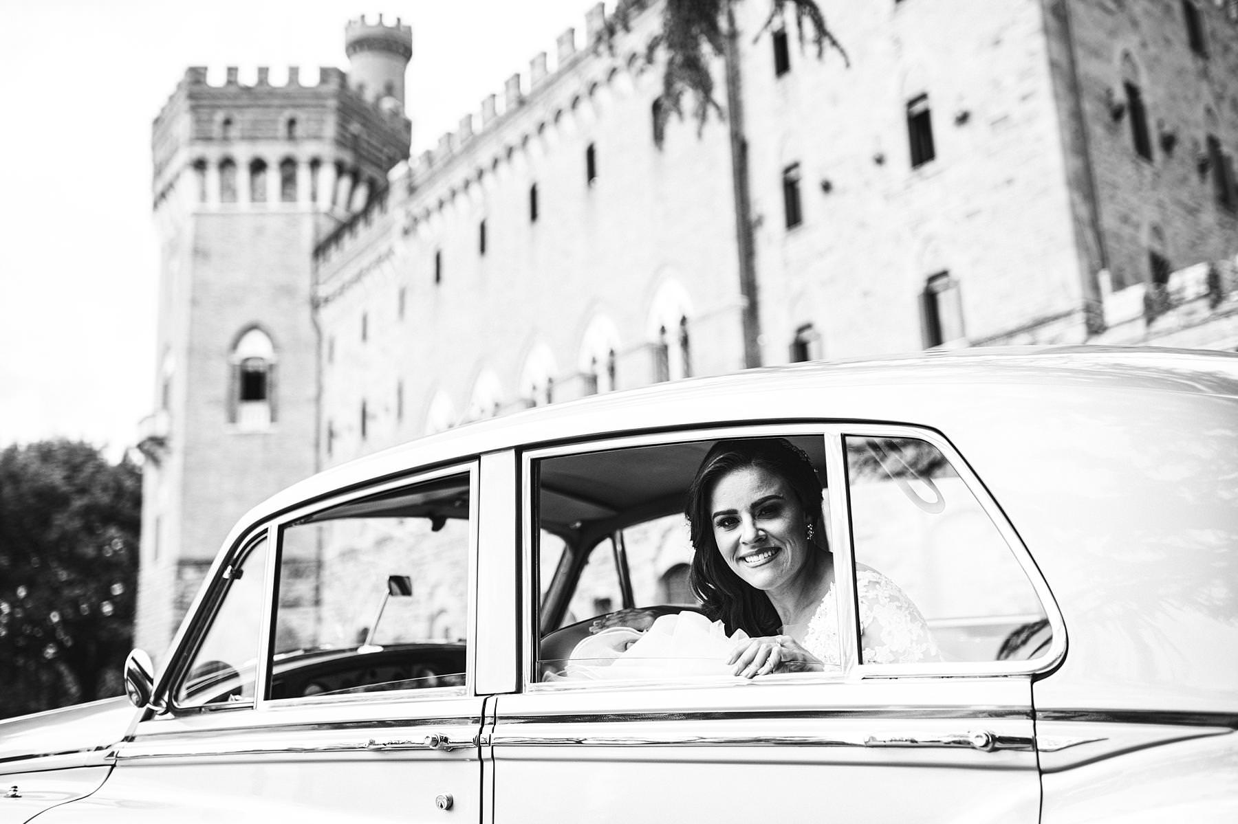 What a great bride at Valenzano Castle just ready to go to Arezzo Cathedral. Elegant destination wedding in Tuscany
