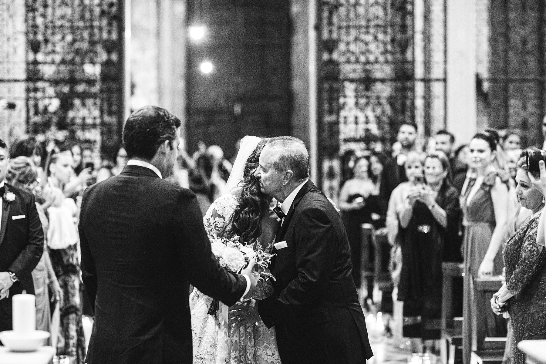 Emotional moment during wedding ceremony in the Arezzo Cathedral