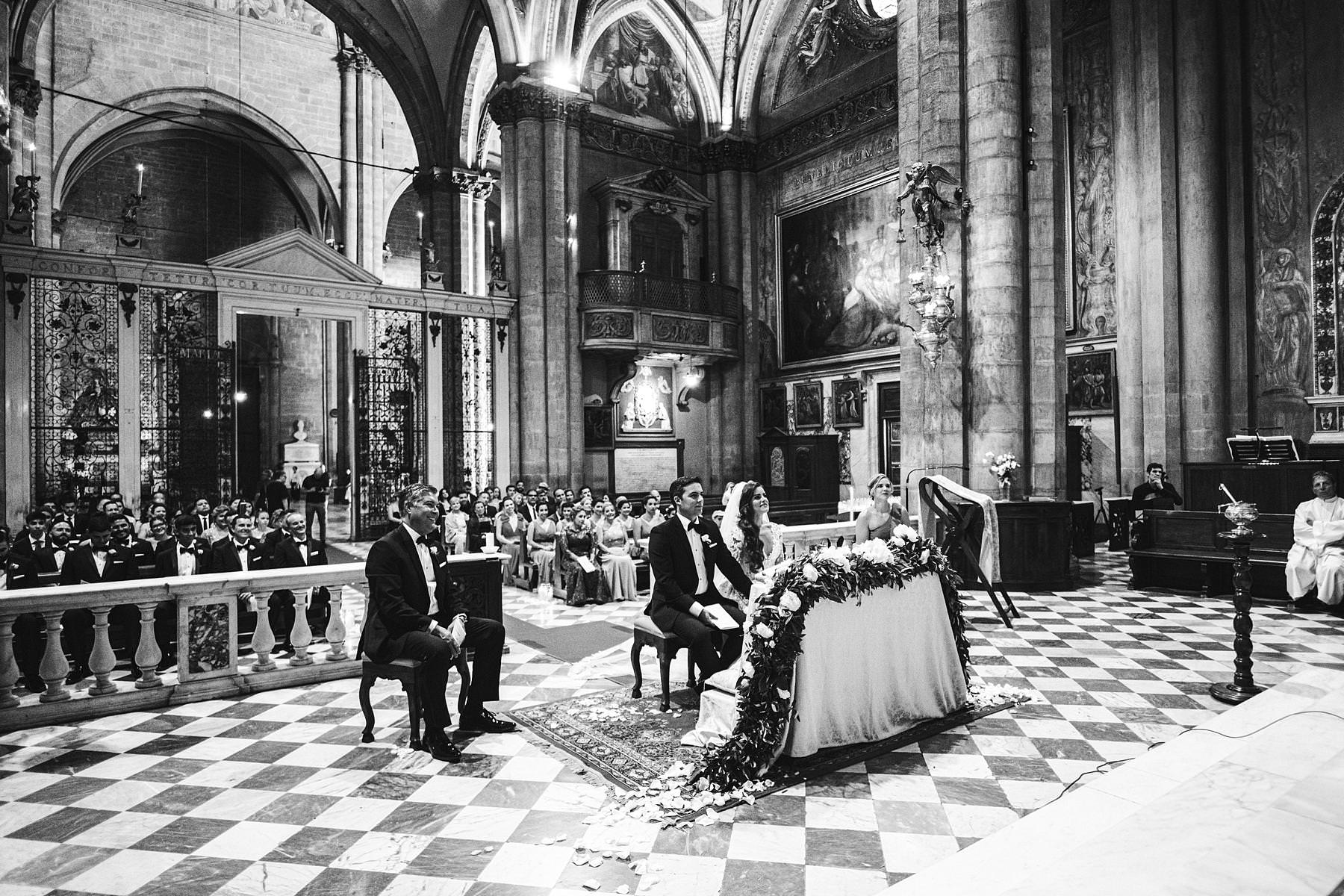 Beautiful destination wedding catholic ceremony in Tuscany in Arezzo Cathedral