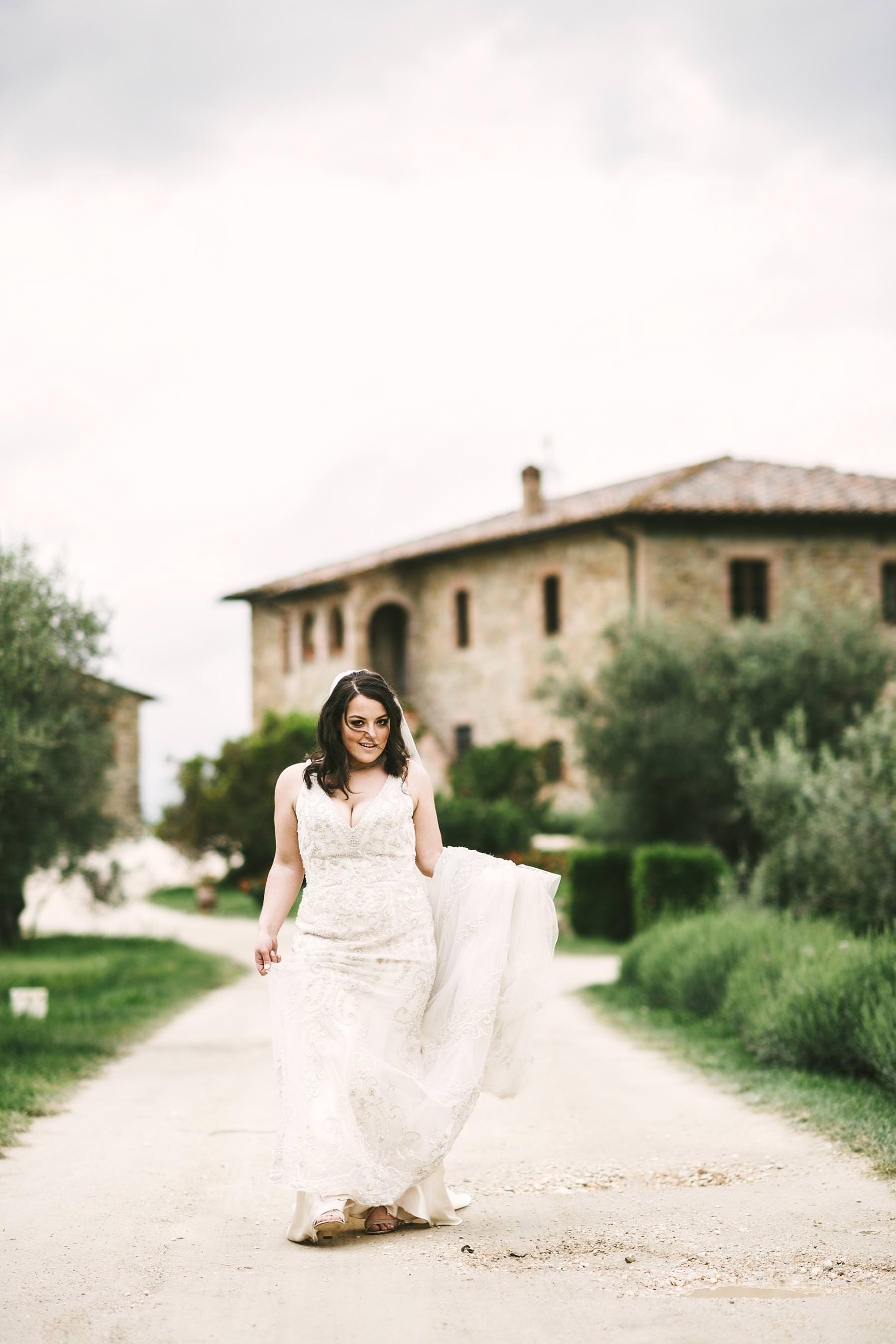 Lovely bridal portrait in Tuscany countryside venue of Villa Le Bolli near Radicondoli historic town