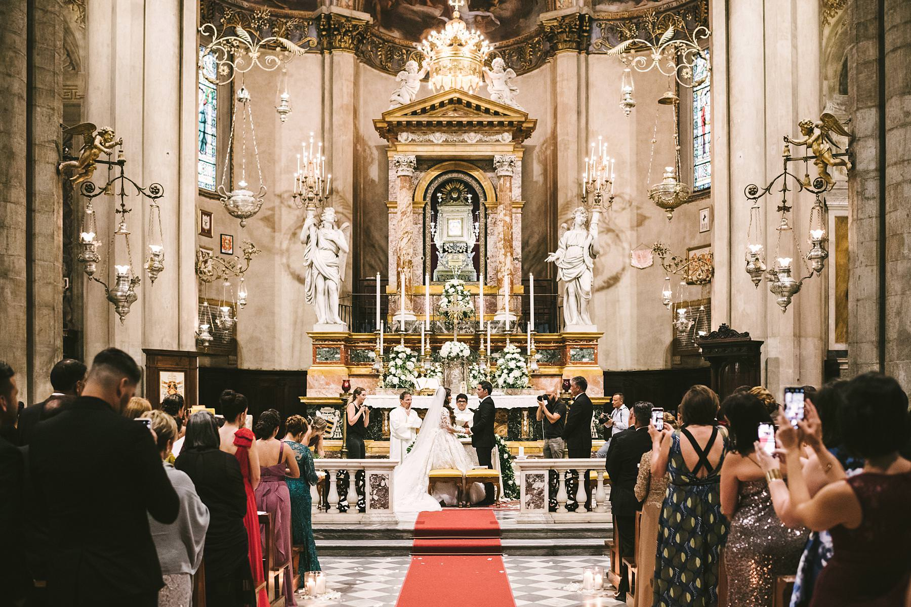 Beautiful wedding ceremony at Arezzo Cathedral in Tuscany