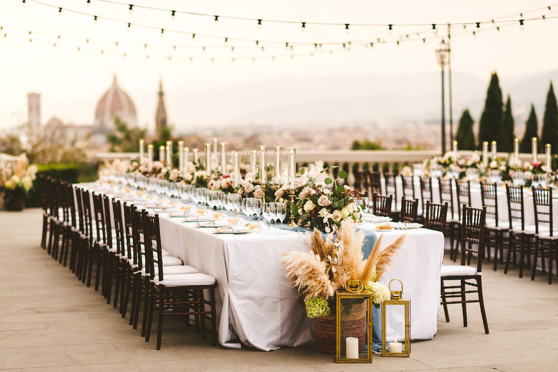 Luxury wedding with amazing view at Villa La Vedetta in Florence. Intimate luxury destination wedding dinner decoration by Stiatti Fiori and Villa La Vedetta