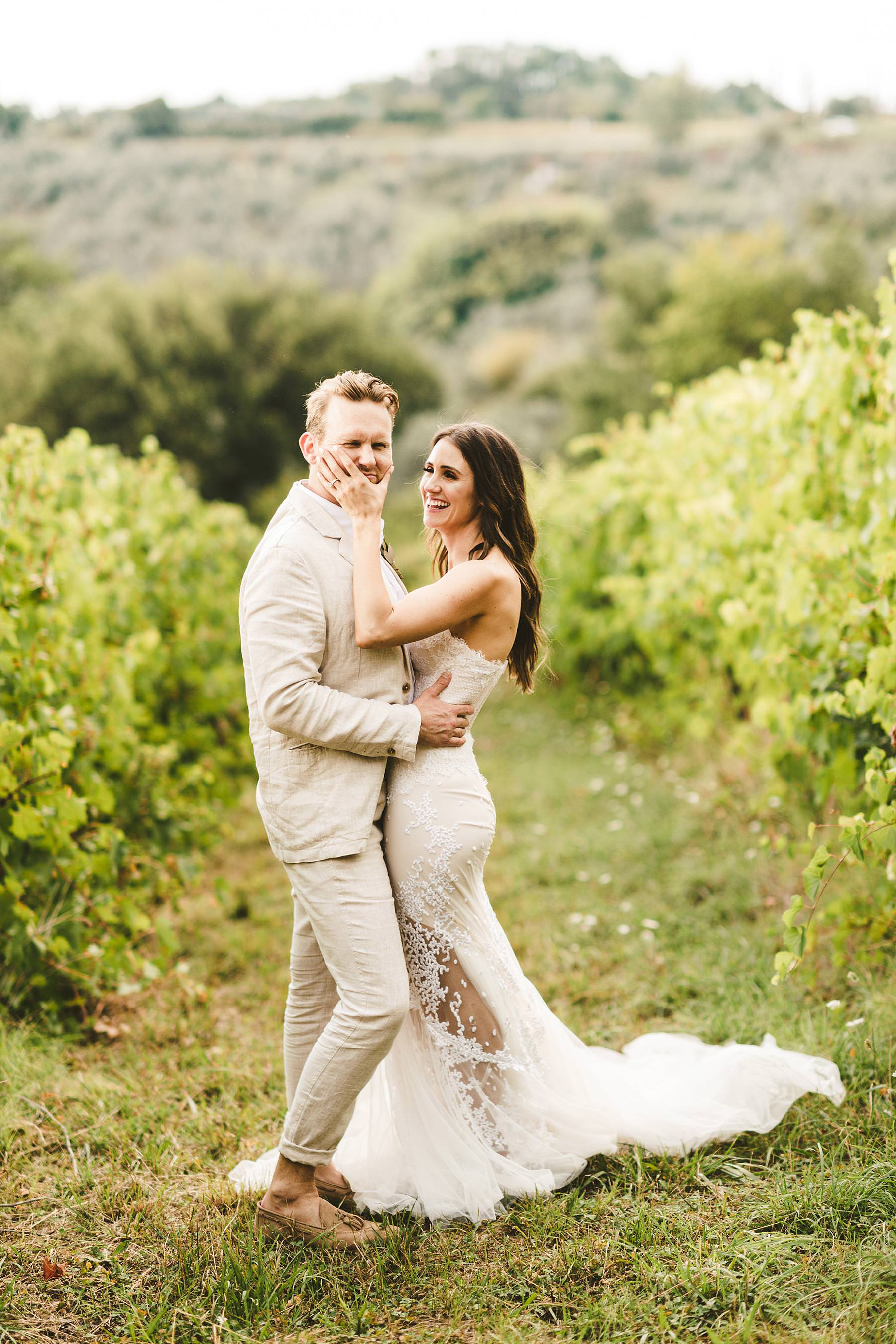 Lovely bride and groom portrait inside the vineyard in the Chianti countryside of Tuscany. Unusual modern wedding framed by the vineyard of Chianti