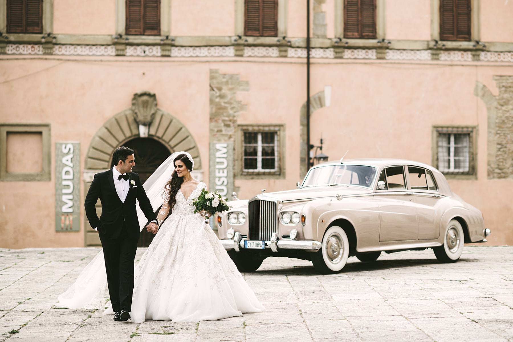 Bride and groom wedding photo in the city of Arezzo near the Cathedral. Elegant destination wedding in Tuscany with reception at Valenzano Castle