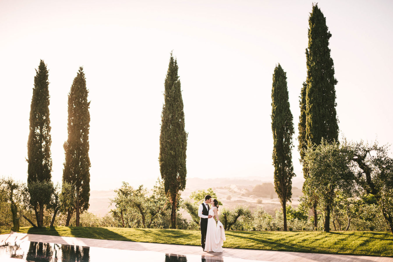 For some couples it's all about the party, for others it's all about the feelings. Juliana and Olivier belong to this second group and opted for a traditional wedding where their emotions and those of their guests played the biggest part