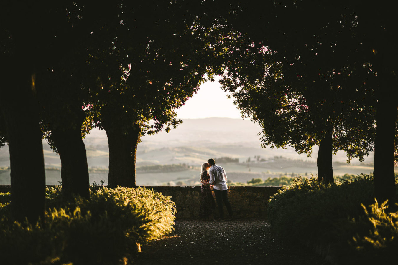 Amazing honeymoon photo session in Tuscany at Castello La Leccia surrounded by green rolling hills and gorgeous vineyards