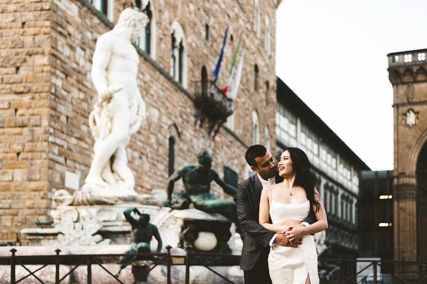 Beautiful couple walk tour sunrise early morning photo session in Florence at Piazza della Signoria near Palazzo Vecchio and Uffizi