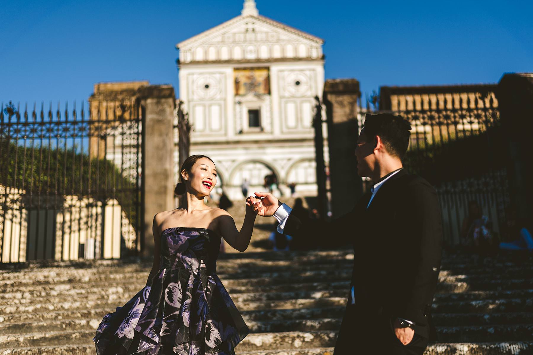Walking tour in the heart of Florence at most iconic and picturesque spots couple portrait photo shoot