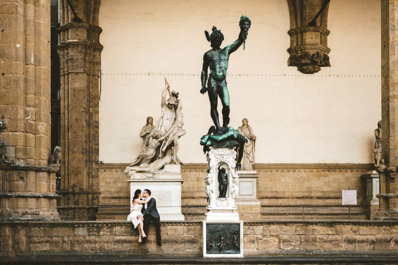Lovely early morning pre-wedding engagement photo shoot in historic center of Florence