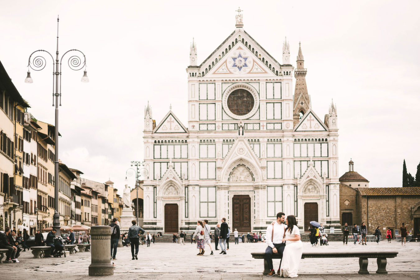 Sweet elopement in Italy to intimately seal your love. Dreamy elegant elopement photo in Florence at Santa Croce square near Arno river